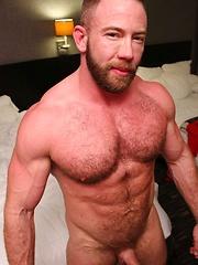 Tyler Reed Tops Bareback Top Shay Michaels - Gay porn pics at GayStick.com