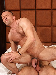 Hung Daddy Matt Sizemore Takes On Sexy Man Beast Brad Kalvo - Gay porn pics at GayStick.com