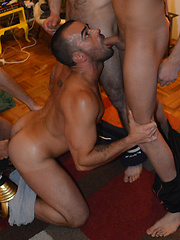 Hunger Bang stars Damien Crosse and 4 Hung and Uncut studs in an amazing gangbang/bukkake scene. ...