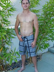 Beefy jock boy Sawyer - Gay porn pics at GayStick.com