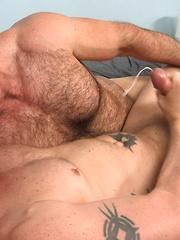 Brad Kalvo Barebacks Jeremy Stevens - Gay porn pics at GayStick.com